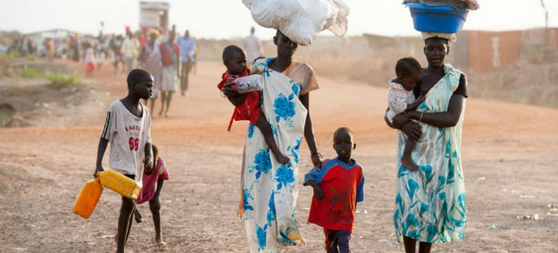 Mulheres e crianças sul-sudanesas. Foto: Unicef/Sebastian Rich