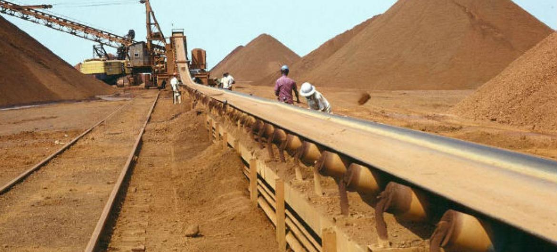 O minério de ferro que teve uma queda ainda maior que a do petróleo.Foto: ONU/B Wolff