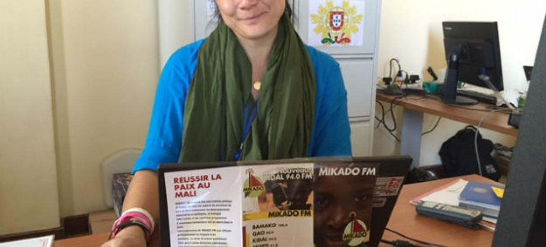 Joyce de Pina, na redação da Rádio Mikado. Foto: Arquivo Pessoal