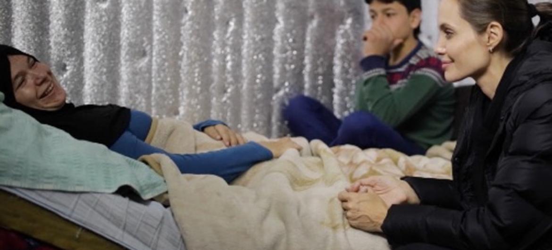 Enviada especial do Acnur, Angelina Jolie visita refugiados sírios no Líbano. Foto: Acnur