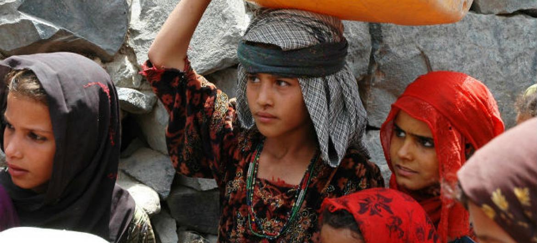 Meninas iemnitas em Taiz. Foto: Ocha