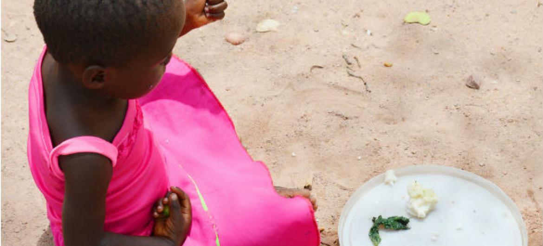 Cerca de 33 mil crianças estão a precisar ugentemente de tratamento para desnutrição grave.Foto: Unicef Zimbabué
