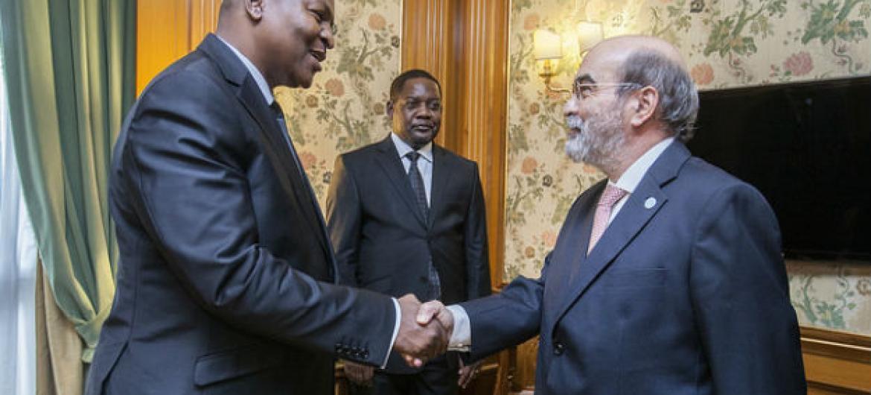 Encontro de José Graziano da Silva (dir.) com o presidente da República Centro-Africana, Faustin Archange Touadéra (esq.) Foto: FAO/Giulio Napolitano
