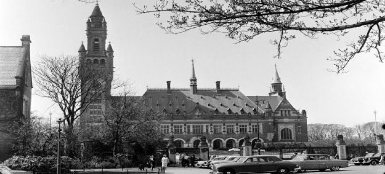 Vista do Palácio da Paz em Haia, sede da Corte Internacional de Justiça, em 1957. Foto:ONU/VW