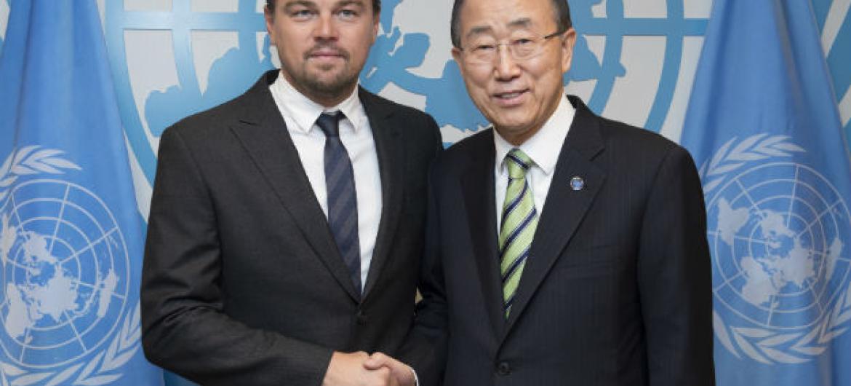 O secretário-geral das Nações Unidas, Ban Ki-moon, com o Mensageiro da Paz da ONU, Leonardo DiCaprio. Foto: ONU/Eskinder Debebe