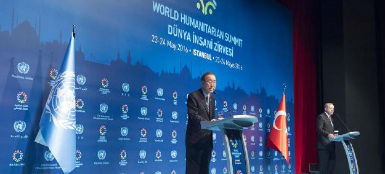 Ban Ki-moon em seu discurso de encerramento na Conferência Humanitária Mundial, em Istambul, Turquia. Foto: ONU/Eskinder Debebe
