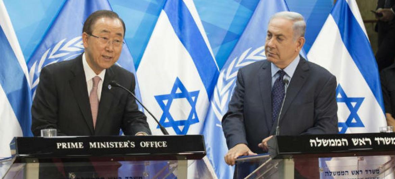 Ban Ki-moon em discurso ao lado do primeiro-ministro de Israel, Benjamin Netanyahu.Foto: ONU/Eskinder Debebe