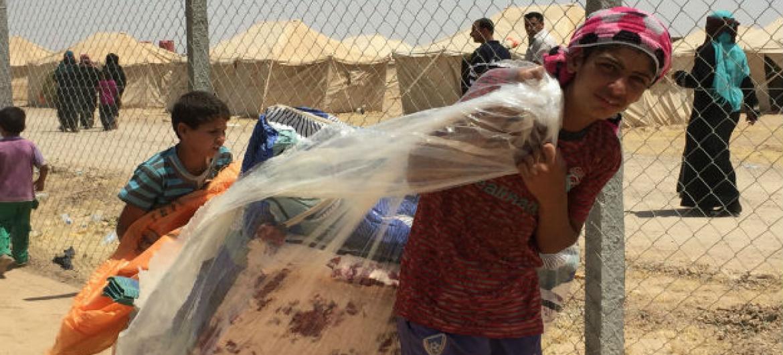 A agência da ONU para Refugiados, Acnur, forneceu milhares de tendas e está construindo dois novos campos para abrigar os iraquianos.Foto: Acnur/Caroline Gluck