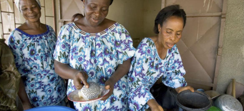 Viúvas em Côte d'Ivoire. Foto: ONU/Ky Chung