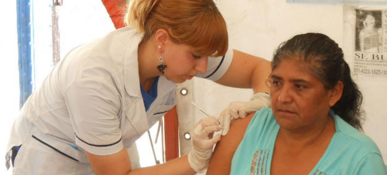 Vacinação contra a hepatite B na Argentina. Foto: OMS/Paho (arquivo)