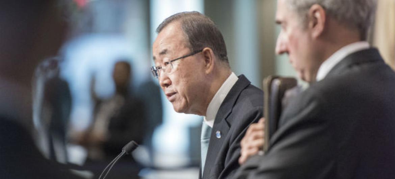 Ban Ki-moon emitiu nota através do porta-voz, Stephane Dujarric (à dir. na foto)