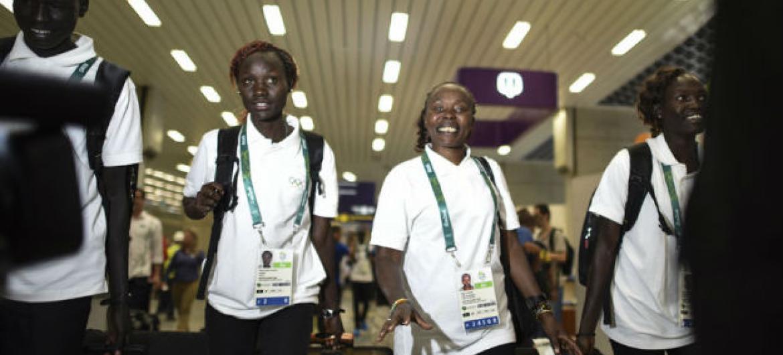 Atletas refugiados do Sudão do Sul chegam ao Rio de Janeiro. Foto: Acnur/ Benjamin Loyseau