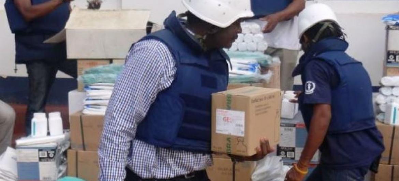 Agência da ONU doou ao hospital-escola da cidade suprimentos necessários para a realização de 500 cirurgias e diversas infusões intravenosas.Foto: OMS