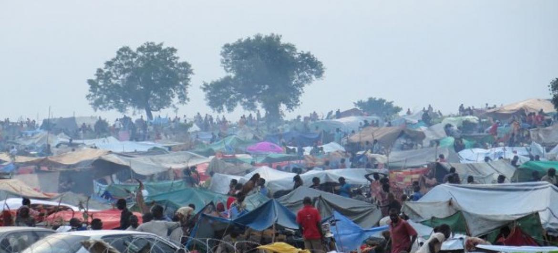 Complexos da ONU acolhem dezenas de milhares de desalojados pelos recentes combates no Sudão do Sul. Foto: Unmiss