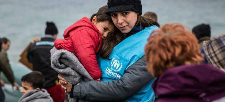 A meta da operação é registrar 49 mil pessoas que já estão no território grego e chegaram entre 1º de janeiro de 2015 e março deste ano.Foto: Acnur/Hereward Holland