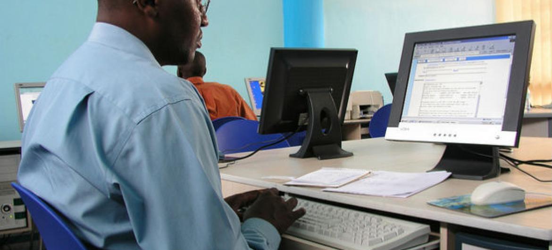 Setor do comércio eletrônico está avaliado em US$ 22 trilhões. Foto: Banco Mundial/Arne Hoel