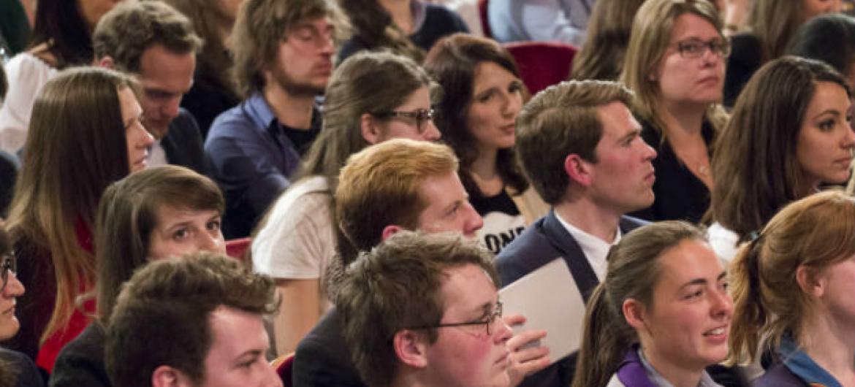 """Segundo o secretário-geral da ONU,os jovens têm a """"chave para o avanço da sociedade no futuro, mas ao mesmo tempo eles encontram barreiras a seu próprio progresso"""".Foto: ONU/Evan Schneider"""