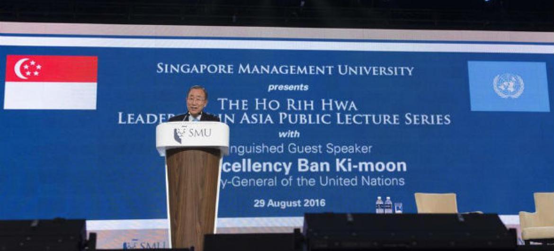 Ban Ki-moon na Universidade de Gerenciamento em Cingapura.Foto: ONU/Eskinder Debebe