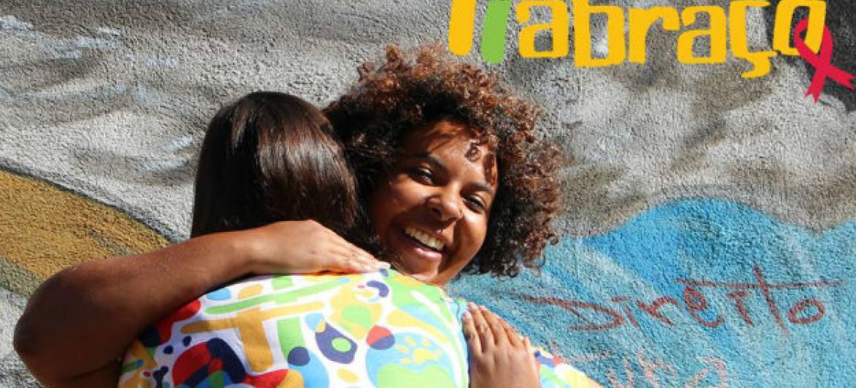 """Campanha da Unaids """"Eu Abraço"""". Foto: Unaids Brasil"""