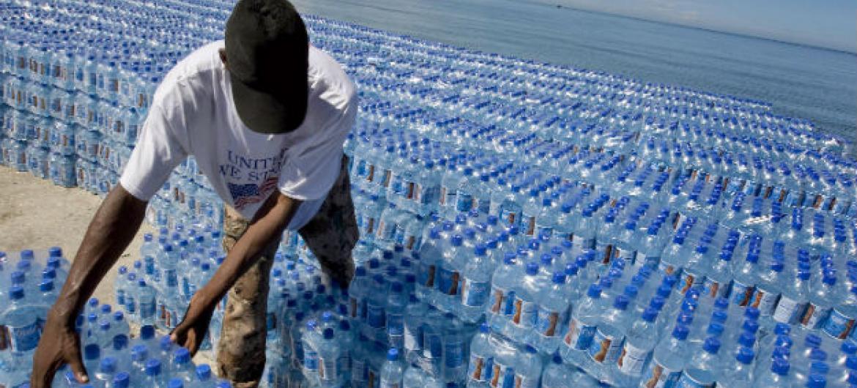 Acesso à água para todos é um dos ODSs. Foto: ONU/Logan Abassi