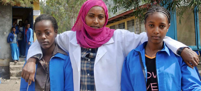 Em 2013, o programa apoiou grupos de gênero que discutiam a prevenção da violência contra a mulher em comunidades escolares. Foto: ONU Mulheres/Kristin Ivarsson (arquivo)