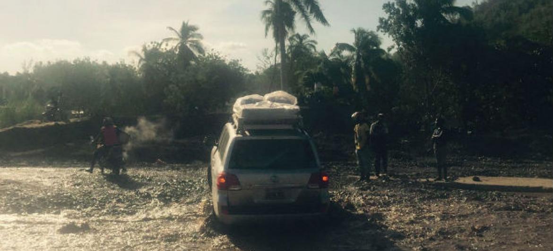 Veículo com kits para a prevenção do cólera enviados pela Organização Pan-Americana da Saúde (Opas) em Les Cayes, no Haiti. Foto: Opas
