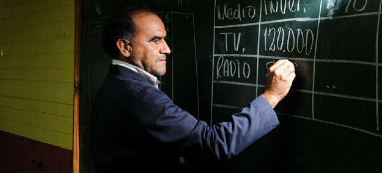 Professor na Guatemala. Foto: Banco Mundial/Maria Fleischmann