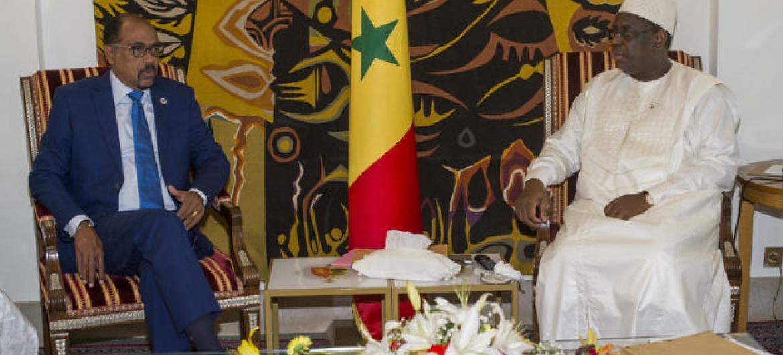 Michel Sidibé (à esq.) com o presidente do Senegal, Macky Sall. Foto: Onusida