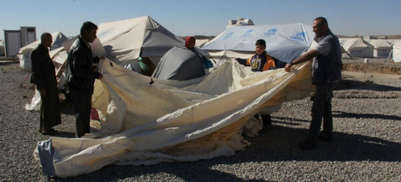 A agência distribui roupas de inverno, cobertores, combustível para aquecedores, além de assistência em dinheiro para os que mais precisam. Foto: Acnur/Bathoul Ahmed