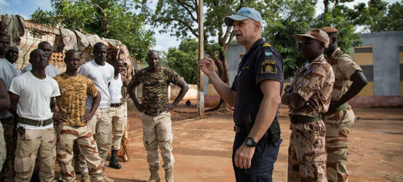 Participantes de treinamento conduzido pela polícia da ONU na Minusma. Foto: ONU/Marco Dormino