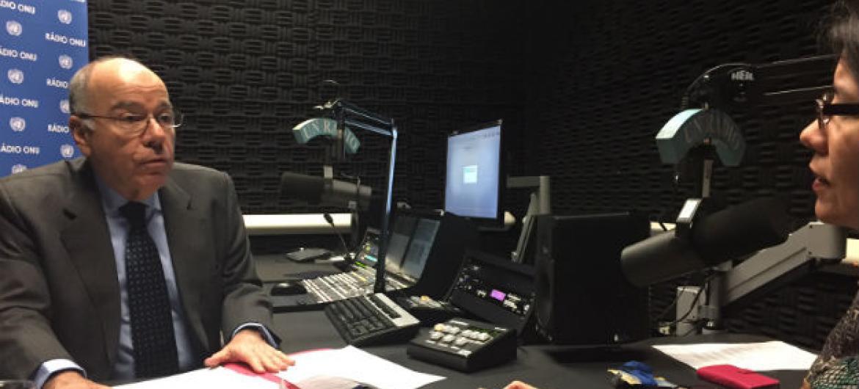 O embaixador do Brasil junto às Nações Unidas, Mauro Vieira, em entrevista à Rádio ONU. Foto: Rádio ONU/Denise Costa.