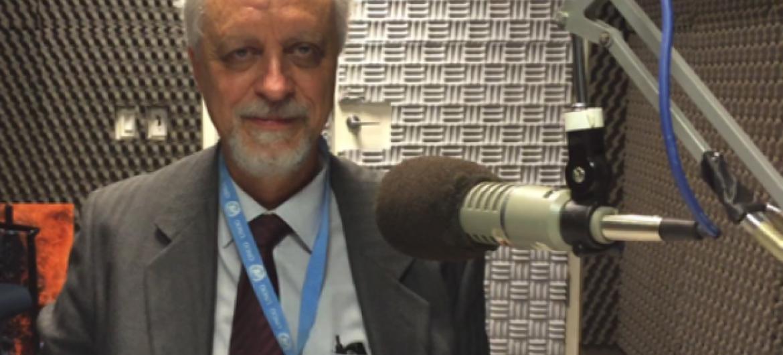 Léo Heller nos estúdios da Rádio ONU. Foto: Leda Letra/Rádio ONU.