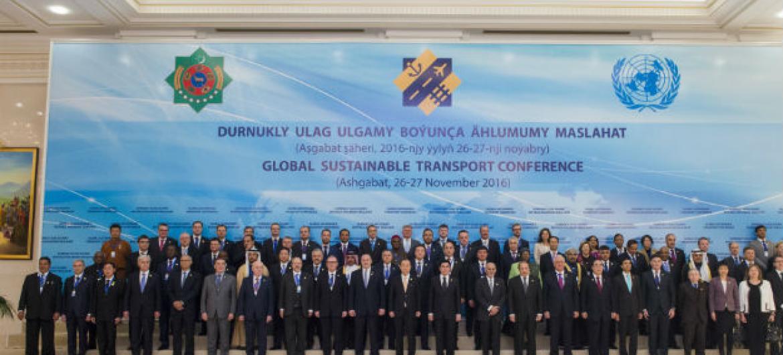 Líderes mundiais reunidos na Conferência Global sobre Transportes, no Turcomenistão. Foto: ONU