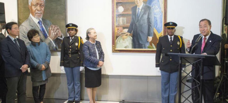 Ban Ki-moon discursa na inauguração da sua pintura. Foto: ONU/Eskinder Debebe
