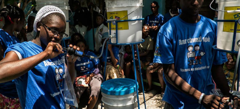 Combate ao cólera no Haiti. Foto: Minustah/Logan Abassi