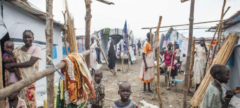 Crianças em sítio da ONU de proteção de civis em Malakal, no Sudão do Sul. Foto: OIM/Bannon (arquivo)
