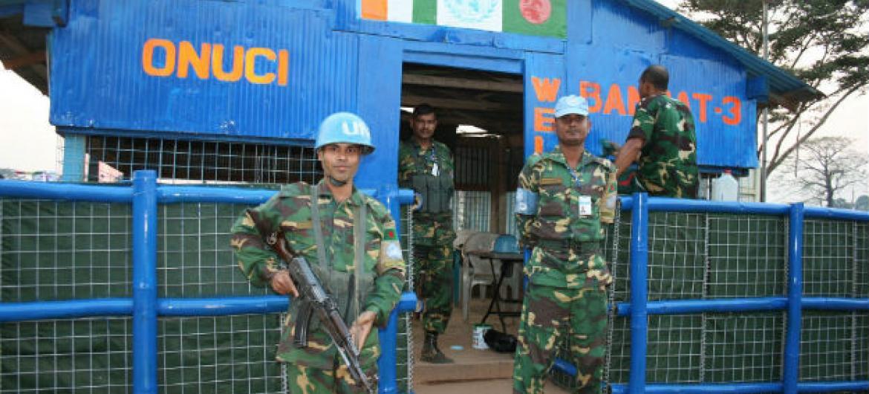Soldados de paz da Missão da ONU na Côte d'Ivoire, país africano também conhecido como Costa do Marfim. Foto: Irin/Anna Jefferys