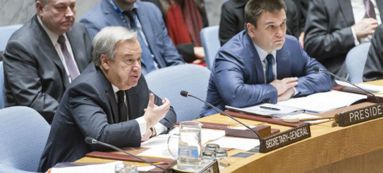 Secretário-geral da ONU, António Guterres, discursa no Conselho de Segurança em debate sobre conflitos na Europa. Foto: ONU/ Rick Bajornas
