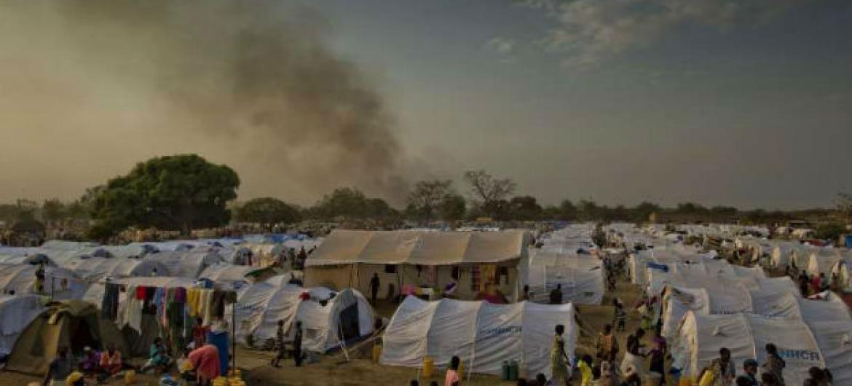 Tendas montadas pelo Acnur para refugiados sul-sudaneses no Uganda. Foto: Acnur/F. Noy (arquivo)