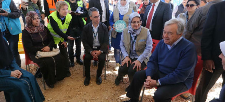 António Guterres no acampamento de refugiados de Zatari, na Jordânia. Foto: ONU/Sahem Rababah