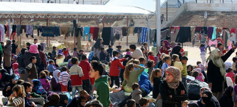 Famílias evacuadas do leste de Ghouta, na Síria, em abrigo coletivo de Dahit Qudsayya. Foto: Ocha/Josephine Guerrero