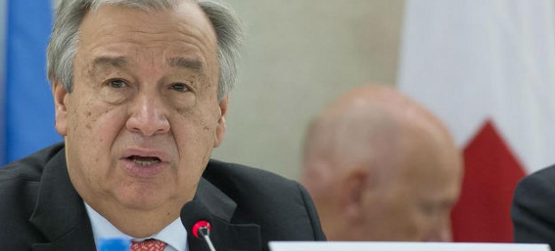 António Guterres em discurso na Conferência para angariar fundos para o Iêmen, em Genebra, na Suiça. Foto: ONU/Jean-Marc Ferré
