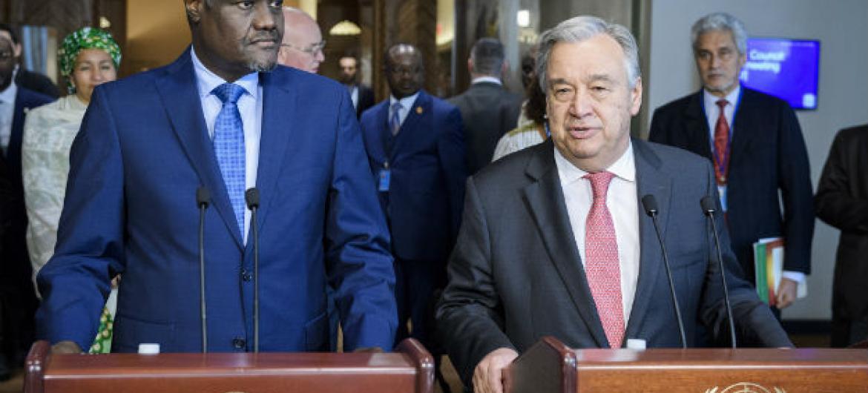 António Guterres e opresidente da Comissão da União Africana, Moussa Faki Mahamat.Foto: ONU/JC McIlwaine