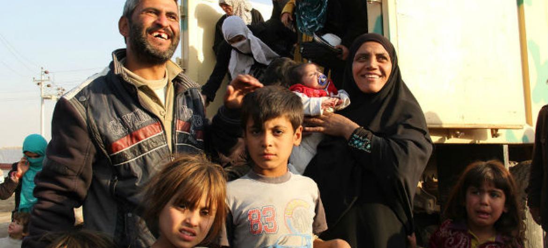 Pessoas que deixaram a ofensiva em Mossul, no Iraque. Foto: Acnur/Ivor Prickett