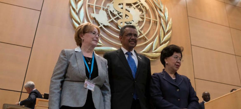 Tedros Adhanom Ghebreyesus (centro), com a Veronika Skvortsova, (esq.), e a Margaret Chan. Foto: OMS/L. Cipriano