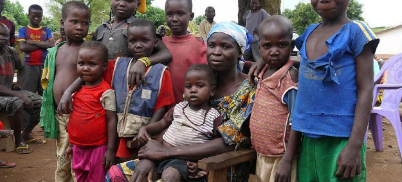 Veronique e alguns de seus filhos passaram seis meses escondidos na mata em Bohong República Centro-Africana. Foto: Unicef/ Logan