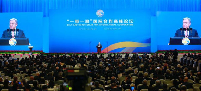 Secretário-geral da ONU, António Guterres, na abertura de fórum sobre cooperação internacional em Pequim. Foto: ONU/ Zhao Yun.
