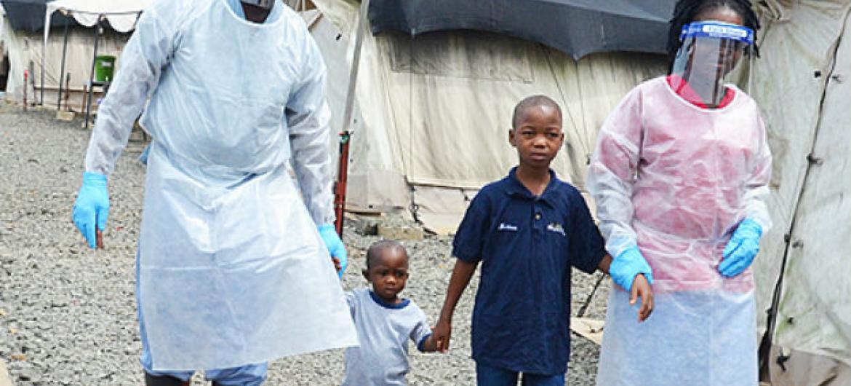Crianças liberadas de centro de tratamento de ebola na Libéria. Foto: OMS/P.Glee (arquivo)