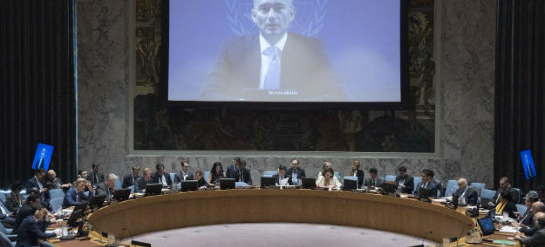 Por videoconferência, Mladenov fala aos membros do Conselho de Segurança. Foto: ONU/Kim Haughton