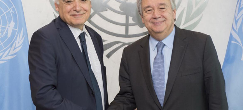 Ghassan Salamé (à esq.) com o secretário-geral da ONU, António Guterres. Foto: ONU/Eskinder Debebe